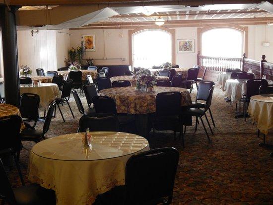 Central Perks: Mezzanine dining area