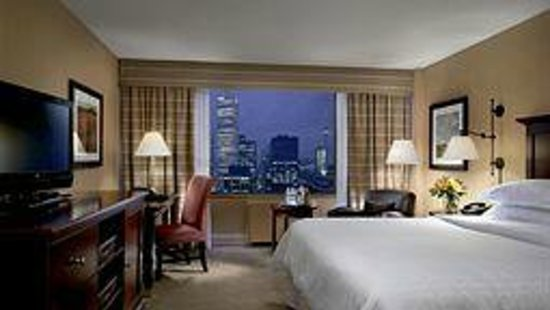 "Sheraton Centre Toronto Hotel : The ""Traditional Room"" as advertised on Expedia when booked!"