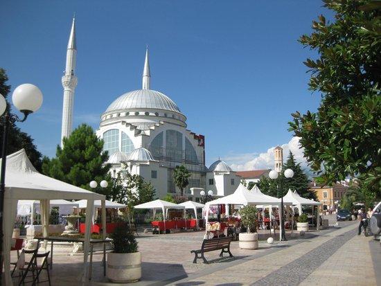 Hotel Tradita Geg & Tosk: Shkoder city centre