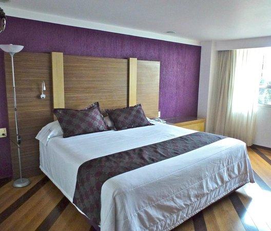 Grand Prix Hotel: Stylish room