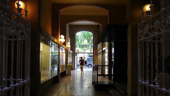 Hotel Lauria: Еще один шаг - и мы на Rambla Nova