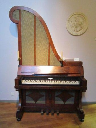 Museum of Musical Instruments (Musikinstrumenten Museum): ceci n'est pas un piano