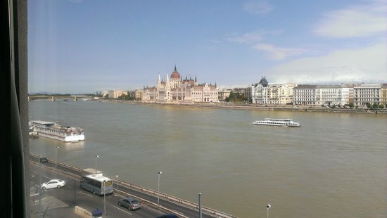 Boutique Hotel Victoria Budapest: Actual view from our room.