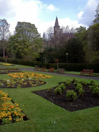 Pittencrieff Park: All bloom in the spring