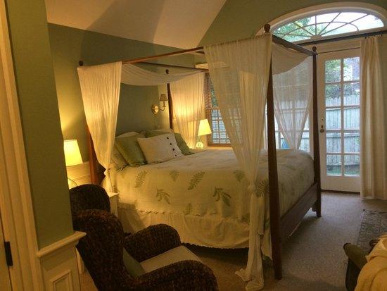 Carriage House Inn: Our room