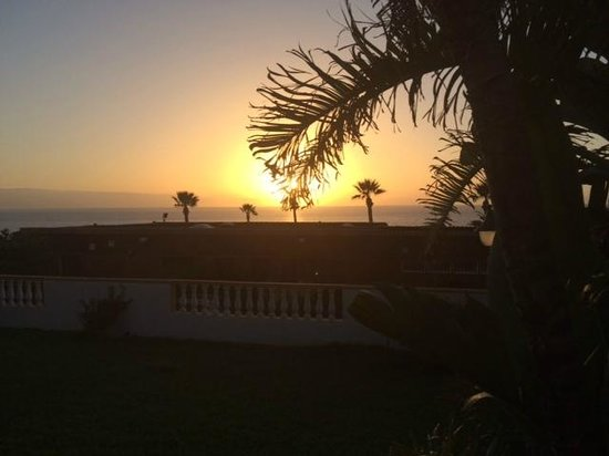 Sensimar Los Gigantes: view of sunset from hotel grounds