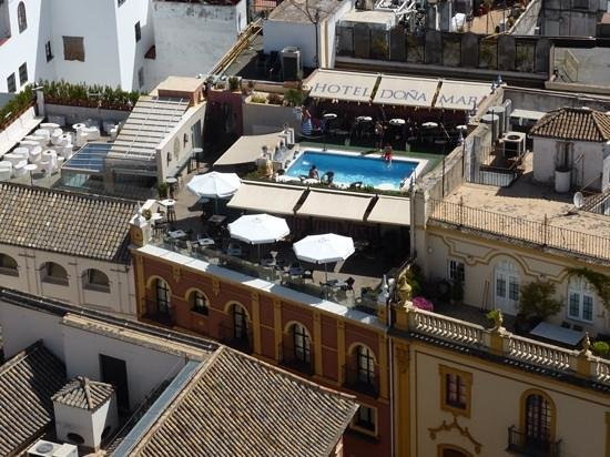 Hotel Dona Maria : View of pool from the Giralda
