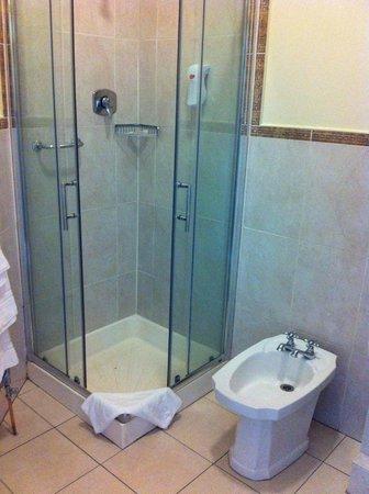 Egans House: Zimmer  27: Dusche