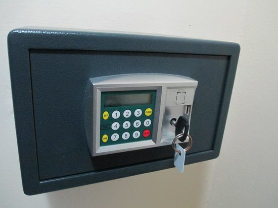 Hotel Roc Santa Lucia (Ex Gran Club) : The electronic safe we given a service key to use