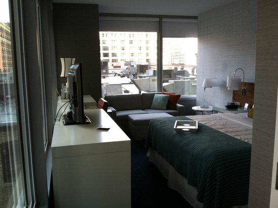 Kinzie Hotel: King corner suite; 6th floor