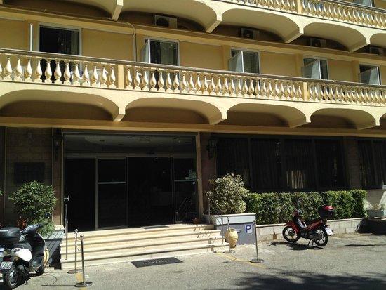 Arion Hotel: Esterno dell'albergo