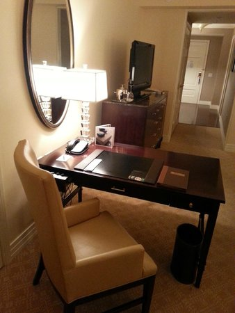 The Ritz-Carlton, Denver : Work desk, TV, and view back to the entryway