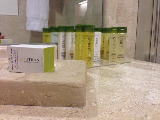 Doubletree by Hilton Olbia: Shampoo etc