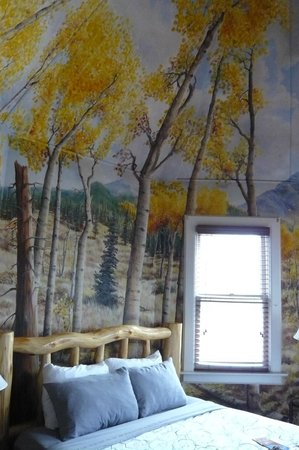 Queen Anne Bed & Breakfast: Aspen room painting