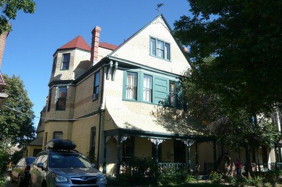Queen Anne Bed & Breakfast: Main Building