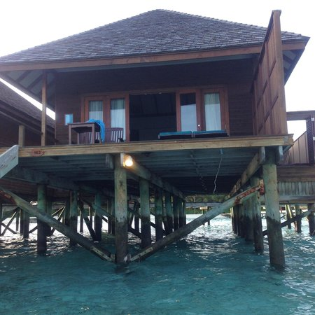 Veligandu Island Resort & Spa : View of the Jacuzzi water villa room from ocean