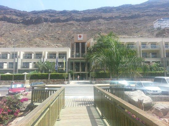 Paradise Costa Taurito: Widok na hotel od strony windy