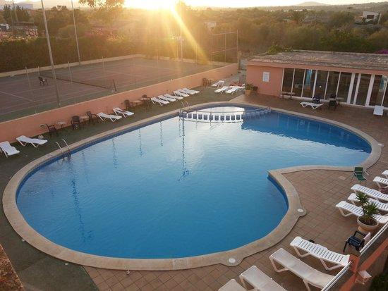 Monteverde Hotel: Pool side at 7:30am