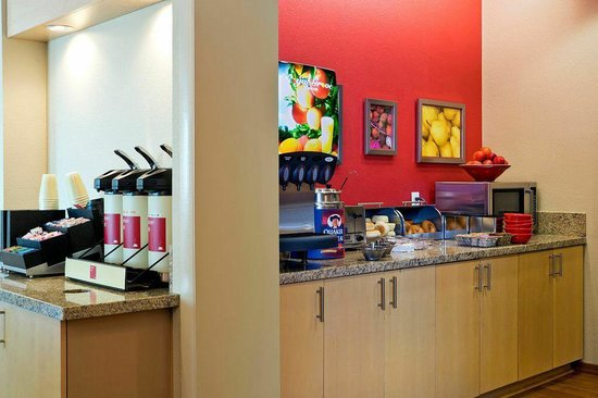 TownePlace Suites Dodge City: TownePlace Suites by Marriott, Dodge City - Breakfast Area