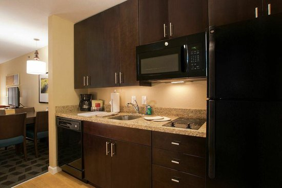 TownePlace Suites Dodge City: TownePlace Suites by Marriott, Dodge City - Kitchen