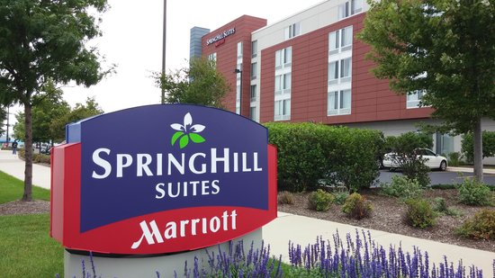 SpringHill Suites Chicago Waukegan/Gurnee: View of hotel from parking lot entrance.