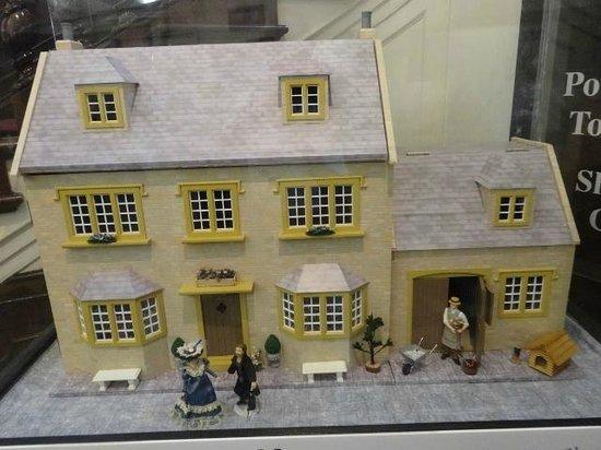 Powerscourt Townhouse Centre: DOLL HOUSE STORE