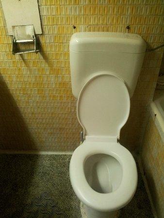Hotel Amfiteatru: bathroom