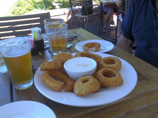 Greg's Grill: Cold beer and onion rings for anniversary celebration