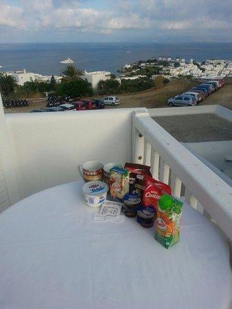 Morfoula's Studios : Breakfast with wonderful view