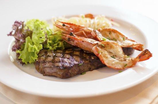Hot Tomato Express: Steak & Prawn