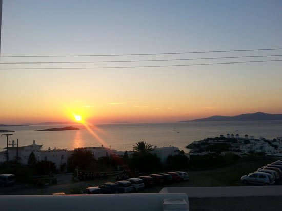 Morfoula's Studios : Sunset from the balcony