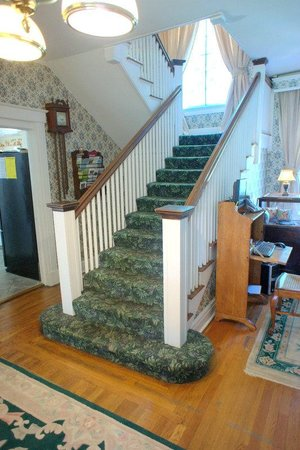 Alexander Hamilton House: Stairway-amazing workmanship