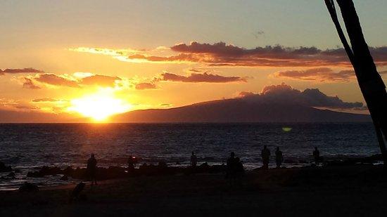 Sarento's on the Beach - Maui: Sunset at Sarento's