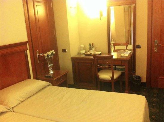 Hotel 2000 Roma: Doppelzimmer