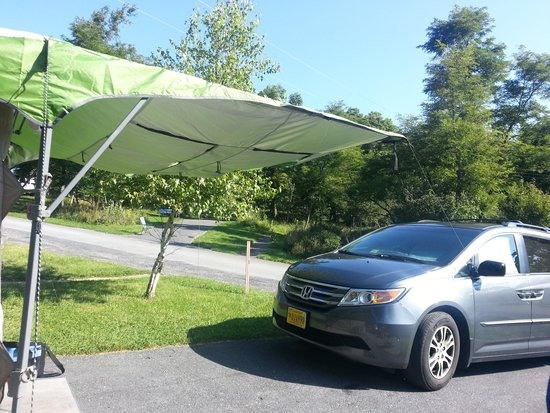 Big Meadows Campground: Plenty of parking even on small pitch