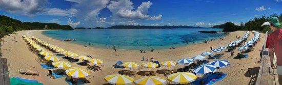 Furuzamami Beach : dall'accesso centrale, con il tratto attrezzato