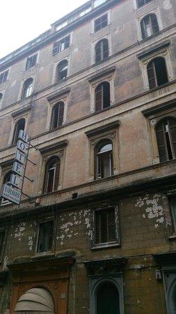 "Hotel Urbis: facade réelle de l'""hotel"" urbis a Rome"