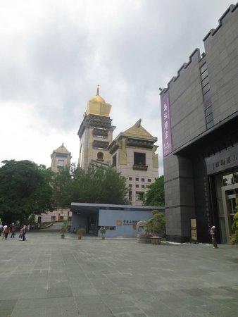 Chung Tai Chan Monastery: Monastery