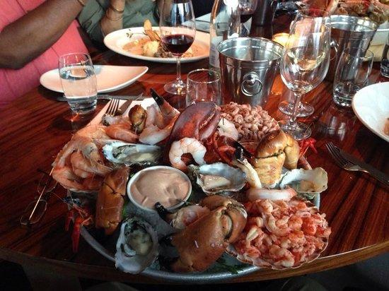 Simonis aan de Haven: seafood platter