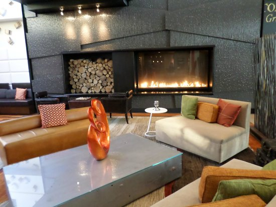 The Baronette Renaissance Detroit-Novi Hotel: lobby