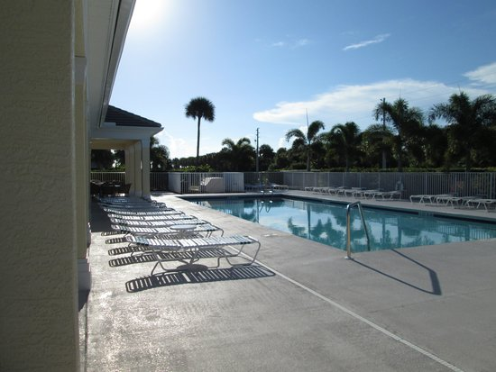 Ocean Village: Aruba Pool - one of the smaller ones