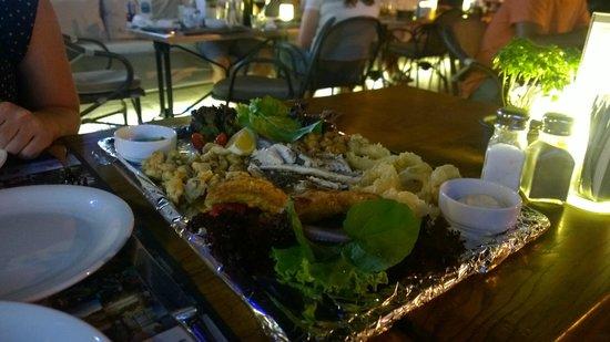 Vamos Beach: The sea food platter