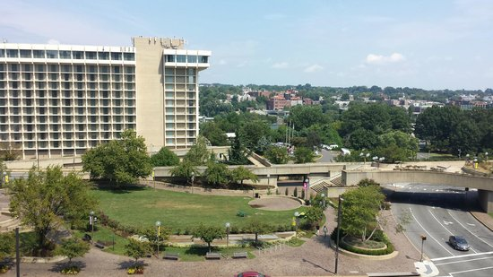 view picture of holiday inn rosslyn key bridge. Black Bedroom Furniture Sets. Home Design Ideas