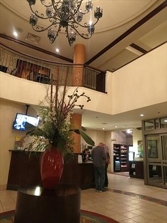 SpringHill Suites by Marriott Old Montreal : A well appointed foyer area