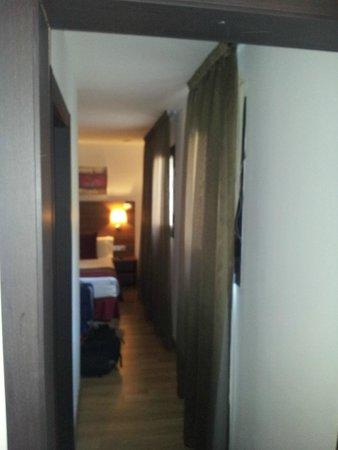 Hotel Auto Hogar : pasillo entre ambos cuartos