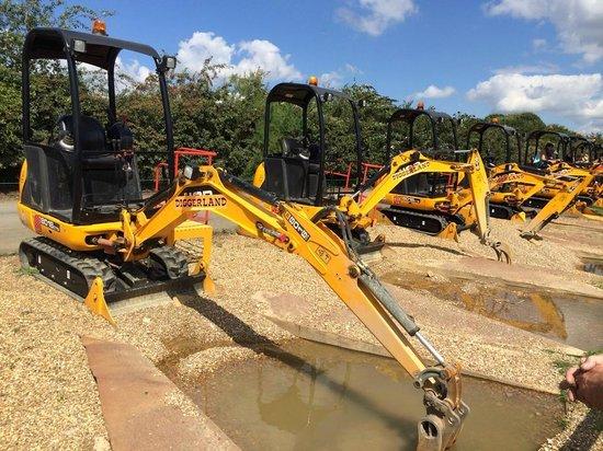 Strood, UK: Digger rides