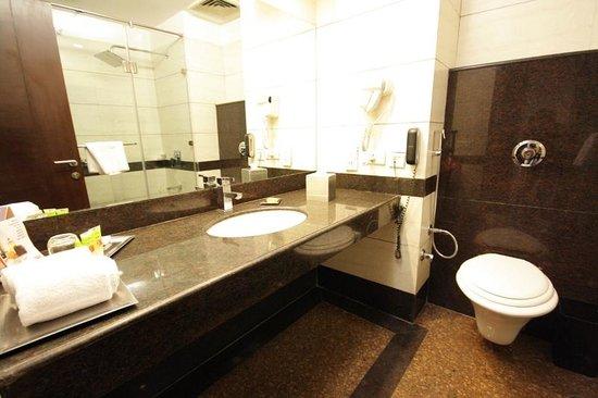 HK Clarks Inn: Bathroom: Well stocked