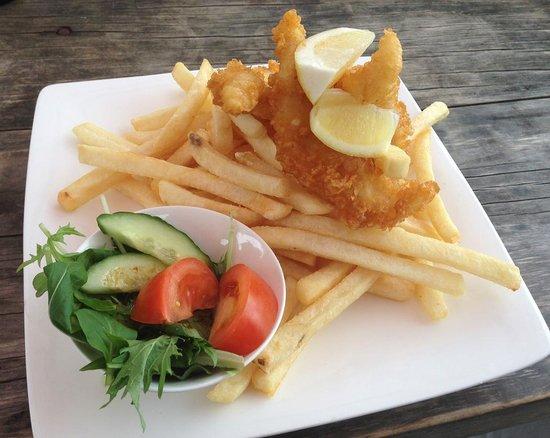 HarBar Beachfront Cafe: fish n chips