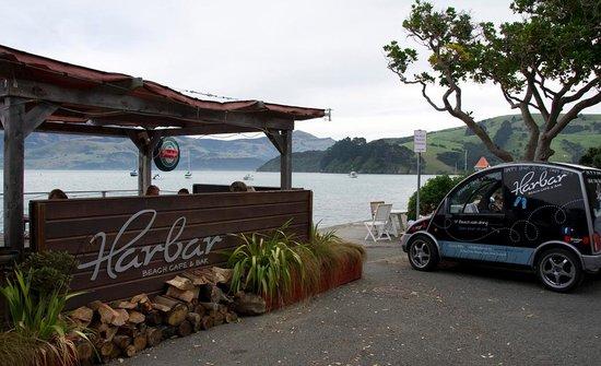 HarBar Beachfront Cafe: bar harbar