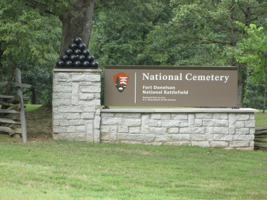 Fort Donelson National Cemetery: Sign at Main Road